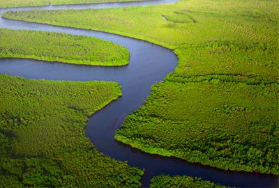 Presiones corporativas impiden implementación de ley de aguas